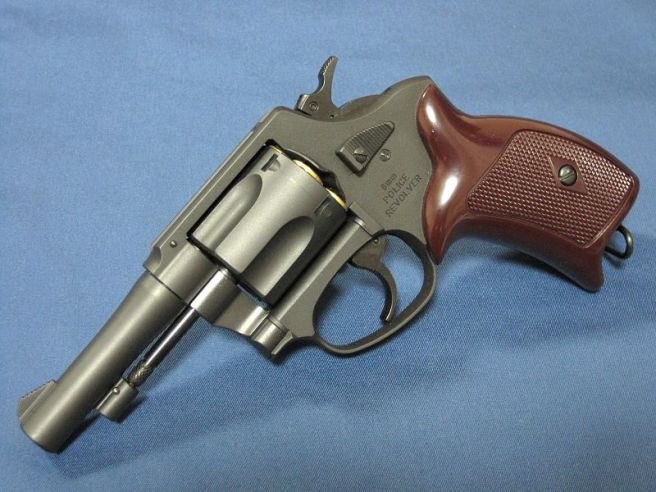 800px-MARUSHIN_POLICE_REVOLVER_(New_Nambu_M60)_3in-model_2011111901